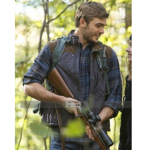 2016 Movie 5th Wave Evan Walker Alex Roe Vest